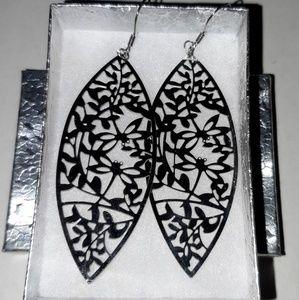 Silver Metallic leaf earrings
